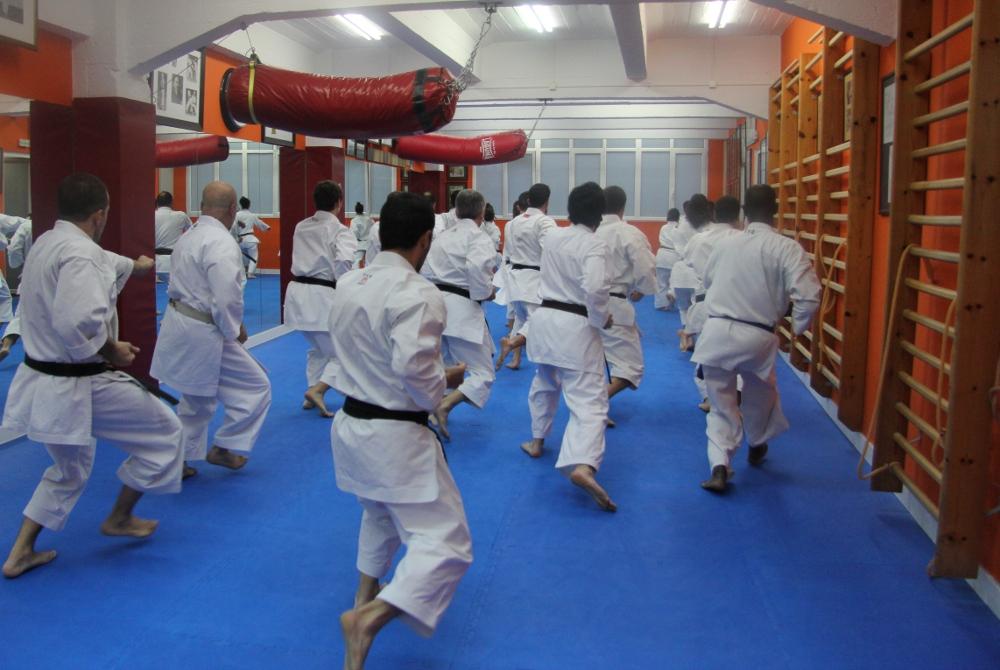 Alumnos entrenando